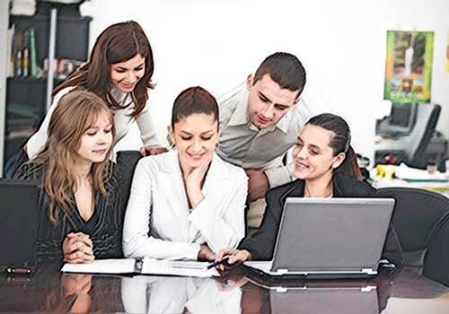 ¿Qué debe contener el manual de control de calidad de la firma de auditoría?