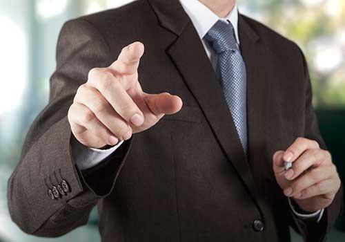 Ascenso de contador público de una empresa al cargo de auditor de la misma