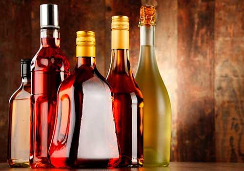 Impuesto a bebidas alcohólicas no está dando resultados, el contrabando tiene mareado al Gobierno