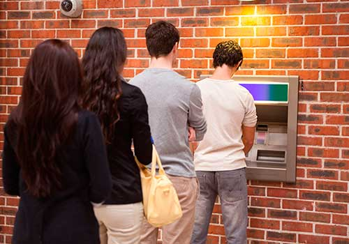 Con nuevos billetes y eliminando cobros por retiros en cajeros se incrementaría bancarización